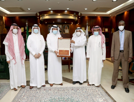 Rector Receives the 11th Annual Report of PSAU